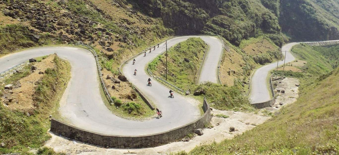 Ma Pi Leng Pass - BACK-ROAD VIETNAM NORTH-WEST MOTORBIKE TOUR TO HA GIANG