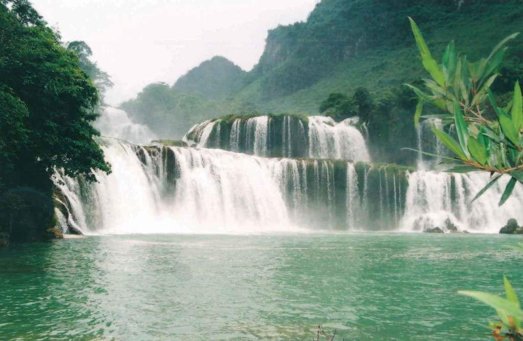 cao bang 1 ban gioc 1024x668 - HANOI OFFROAD MOTORBIKE TOUR TO BA BE LAKE AND BAN GIOC WATERFALL