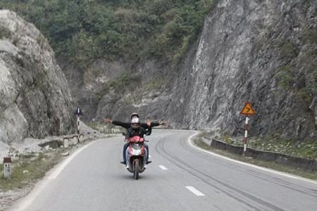 BACK-ROAD VIETNAM NORTH-WEST MOTORBIKE TOUR TO HA GIANG