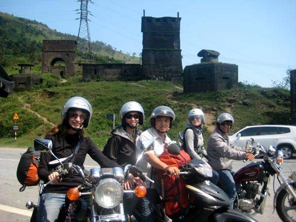 BEST SELLING HOI AN MOTORBIKE TOUR TO HAI VAN PASS FOR 1 DAY