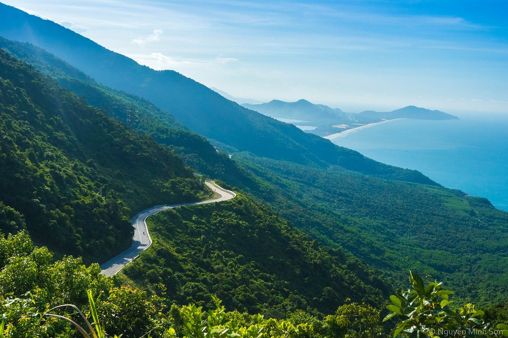 The Hai Van pass - COMPLETE VIETNAM MOTORBIKE TOUR ALONG THE COAST FROM HANOI TO SAIGON