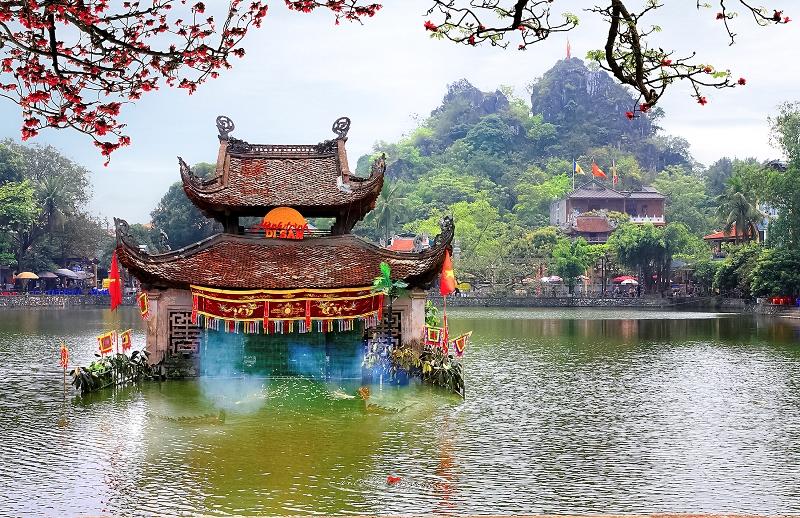 Tay Phuong Pagoda - SHORT HANOI MOTORBIKE TOUR TO VAN PHUC SILK VILLAGE, THAY & TAY PHUONG PAGODAS