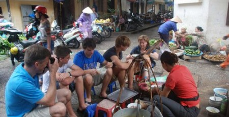 Short Hanoi motorbike food tour