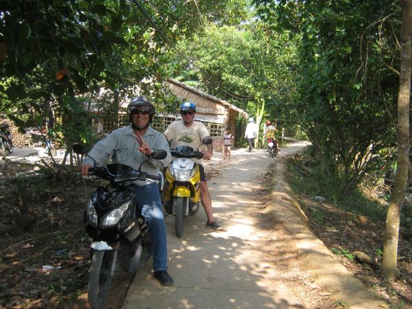 Vietnam Motorbike Tour in Mekong Delta - VIETNAM MOTORBIKE TOUR TO TRA VINH, SOC TRANG, LONG XUYEN
