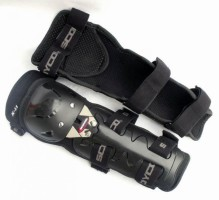 knee motorbike pads 219x200 - Gallery : Protective Motorbike Equipments For Your Trip