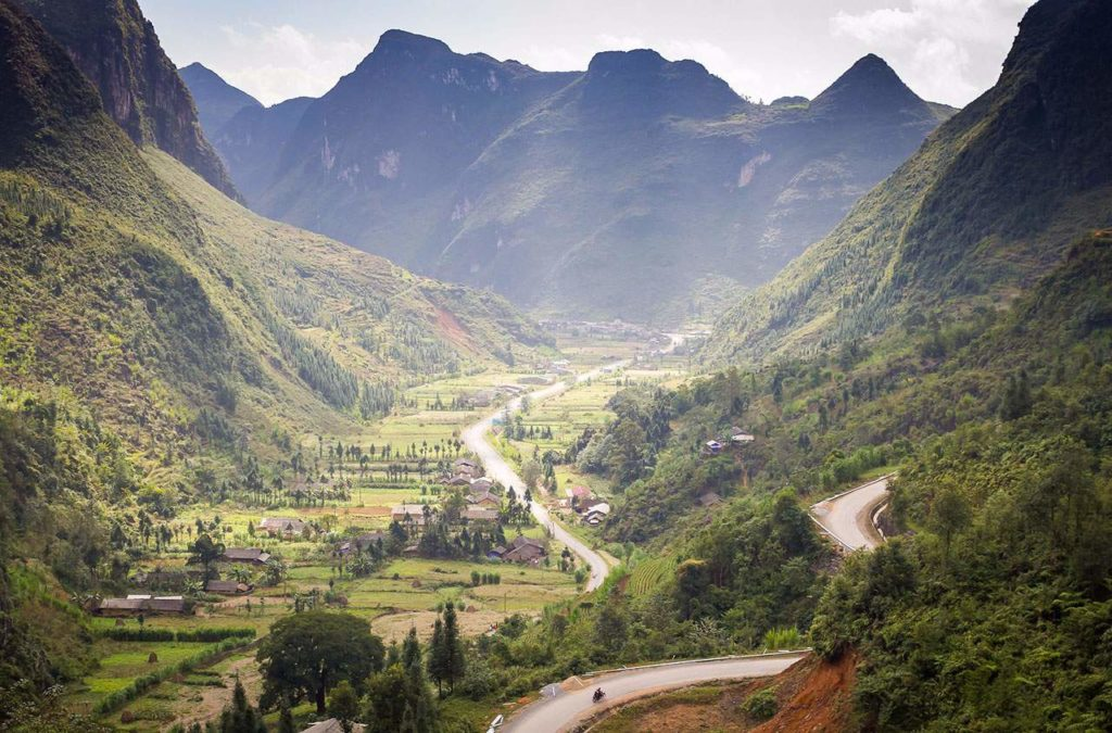 ha giang valley road 1024x675 - FULL VIETNAM NORTH-WEST MOTORBIKE TOUR TO HA GIANG AND CAO BANG