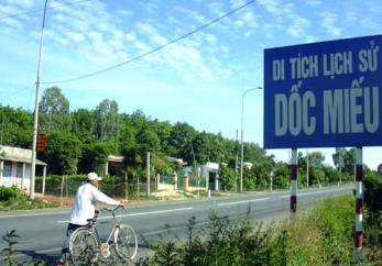 HUE MOTORBIKE TOUR TO DMZ